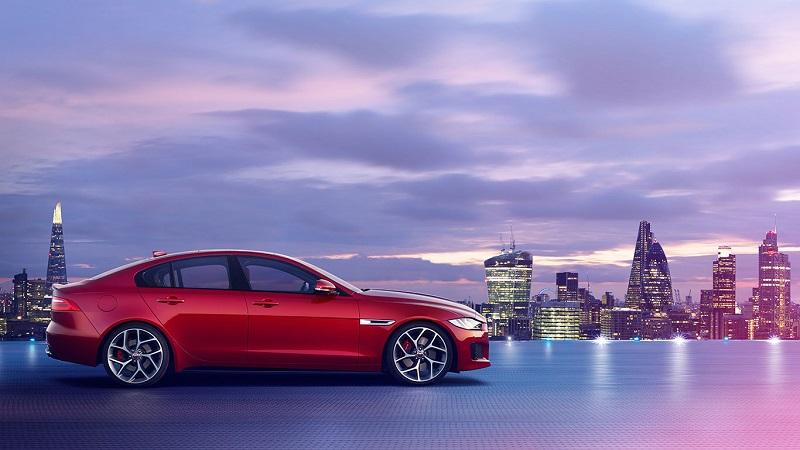 jaguar-sedan-xe-roja